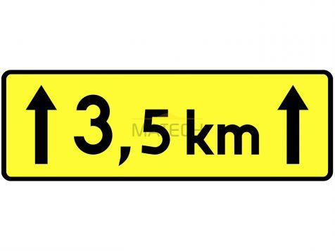 Tabliczka T-2: tabliczka wskazująca długość odcinka drogi, na którym powtarza się lub występuje niebezpieczeństwo - I generacja