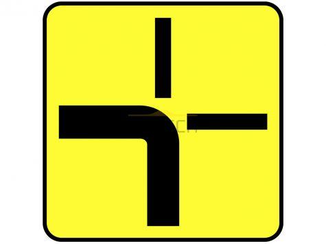 Tabliczka T-6a: tabliczka wskazująca rzeczywisty przebieg drogi z pierwszeństwem przez skrzyżowanie