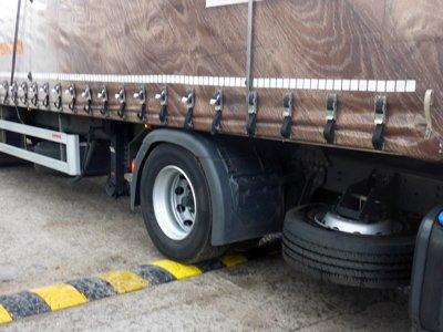 Progi zwalniające dla ciężarówek