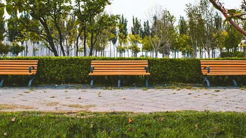 Mała architektura miejska - ławki parkowe